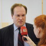 Prof. Dr. Helge Sodan im Gespräch mit Journalisten